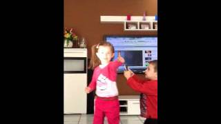 Little Girl singin mosa mosa from michael tello and dance