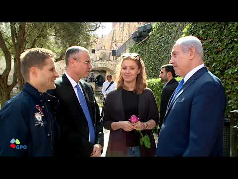PM Netanyahu Holds Tour of Tower of David Museum for Israel's 3,000,000th Tourist