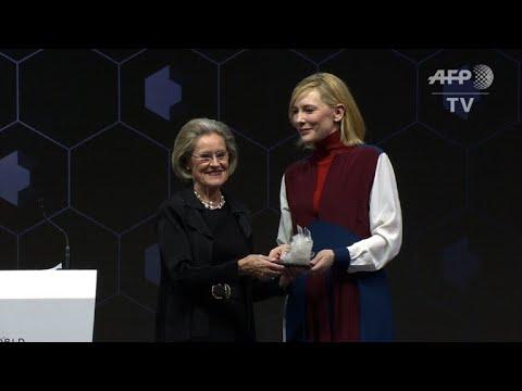 Cate Blanchett, Elton John et Shah Rukh Khan récompensés à Davos