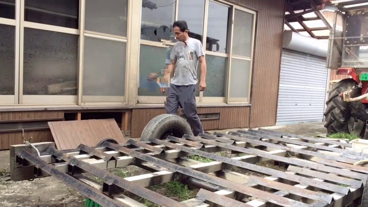 2020/8/8。楽農稲作。田植え機2台目を家の中に保管します。コンバイントレーラーに指示器を付けます。