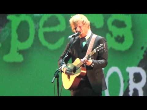 """Ed Sheeran performing """"Bloodstream"""" before his World Premiere of """"Jumpers for Goalposts"""""""
