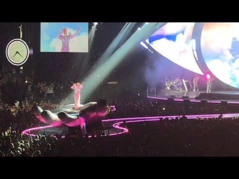 Katy Perry: WITNESS THE TOUR - Newcastle (Part 1)