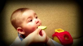 #Вкусный лимон(Вкусный #лимон. Малыш попробовал вкусный лимон. Как видно ему понравилось! Видео приколы про детей Видео..., 2015-10-24T15:46:56.000Z)