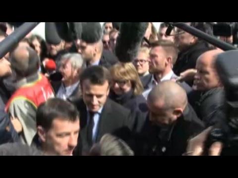 Marine le Pen et Emmanuel Macron face aux salariés de Whirlpool