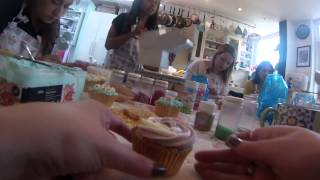 Cupcake Decorating Lesson in London (60 sec review)