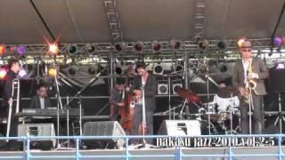 10/08/28清流公園で行われた『中洲JAZZ 2010 vol.2』福岡城さんのパフォ...
