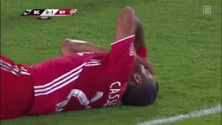 Rooney knockt Gegenspieler per Ellenbogencheck aus | DAZN