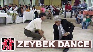 Türk erkekler Zeybek oyunu. Turkish men Zeybek dance on wedding