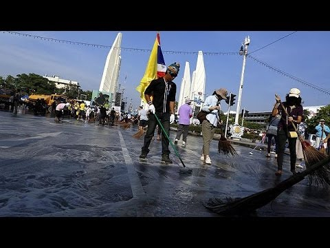 Ко дню рождения короля Таиланда протесты приостановлены