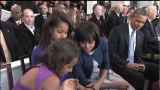 Malia's Photobomb Fail During President and Michelle Obama Kiss for Camera
