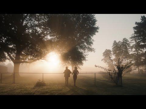 Смотреть клип Billy Strings - In The Morning Light