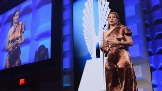 Debra Messing Urges Americans to Resist | 28th Annual GLAAD Media Awards thumbnail