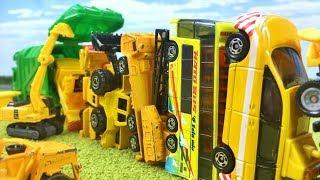 ゴミをあつめるごみ収集車 サンタさんになって登場♪黄色の働く車(はたらくくるま)ルールを守って順番に並んで出動 クリスマスの歌 子供の歌 童謡 アニメ