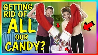 Gambar cover GETTING RID OF ALL OUR CANDY!😱| We Are The Davises