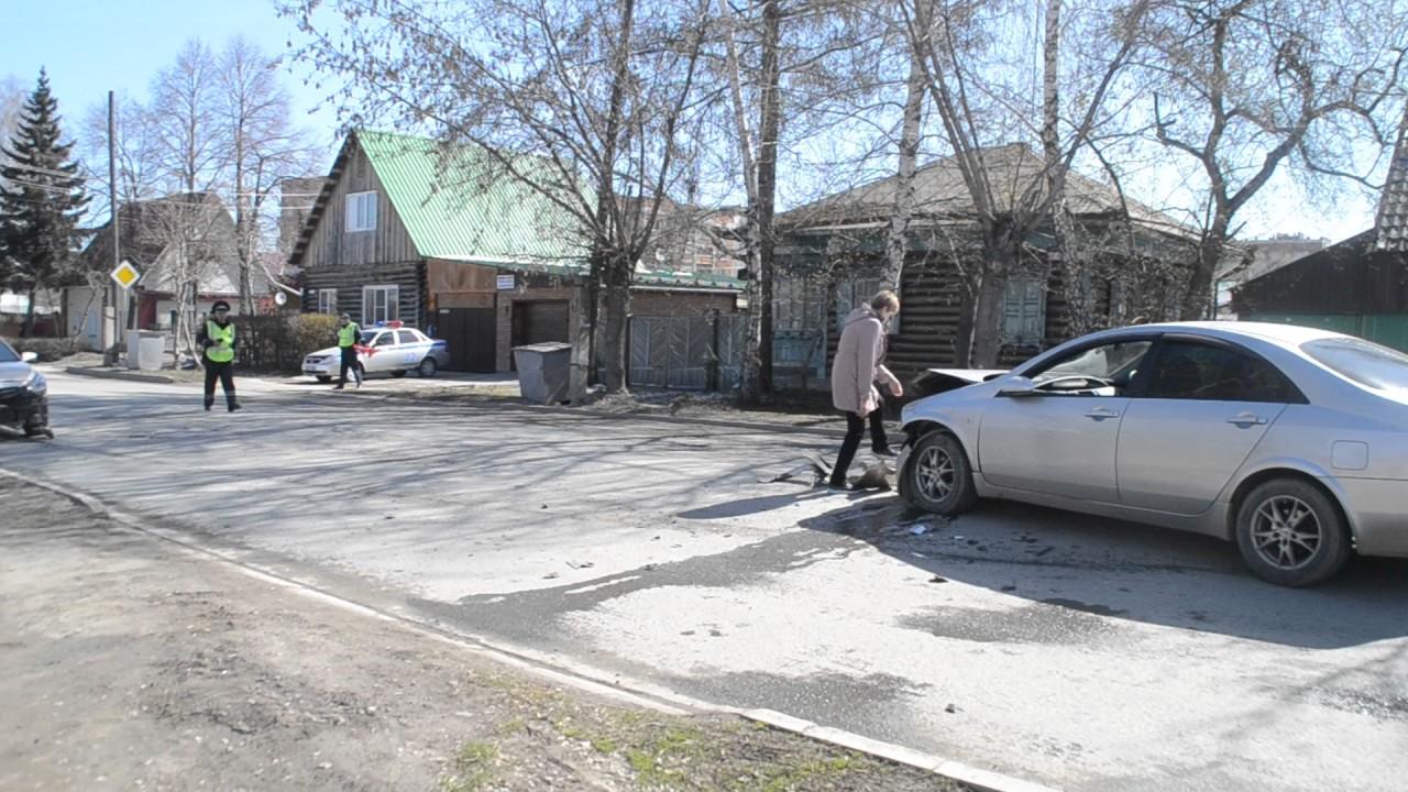 В ДТП попала автоледи на перекрестке с неработающим светофором в Бердске