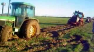 Tractores atascados:Fiatagri, John  Deere.