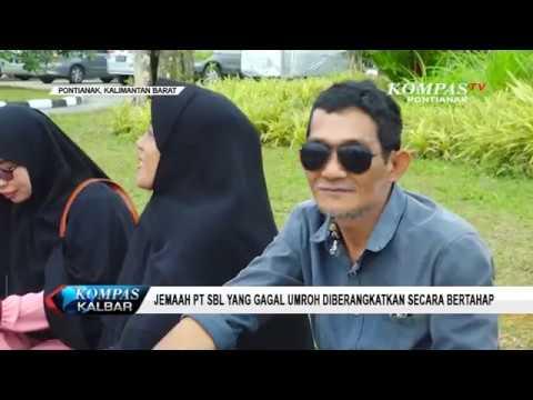 Petugas kepolisian menyegel kantor biro perjalanan umroh PT Solusi Balad Lumampah di Bandung. Sebelu.