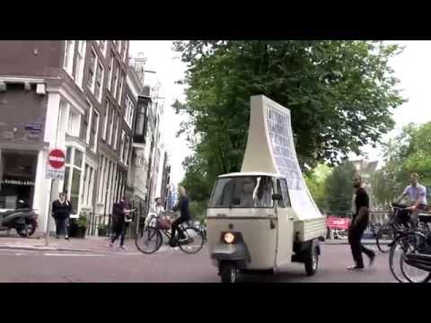 Jawel! Ons mega billboard rijdt weer door Amsterdam!