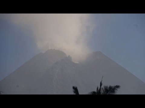 Indonesian residents evacuate after Mount Merapi erupts