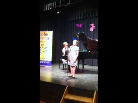 Poline chante une vieille chanson russe