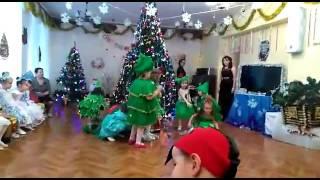 Наш танец ёлочек в детском саду на Новый год!танцуем