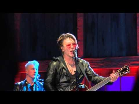 Daryl Hall & John Rzeznik – Iris [Salamanca 3.26.16]