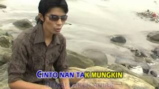 Minang Boy Sandy / Tigo Bulan Cinto Tajalin Mpeg