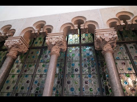Beautiful Casa Amatller: Josep Puig i Cadafalch - Moderniame style in Barcelona in 4k
