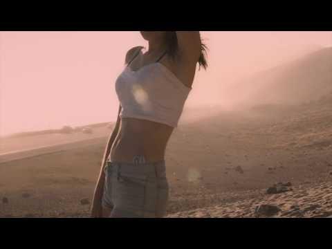 Lena Anderson walk on beachKaynak: YouTube · Süre: 2 dakika44 saniye