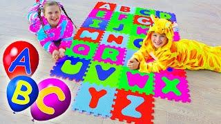 Али и Адриана учат Английский Алфавит