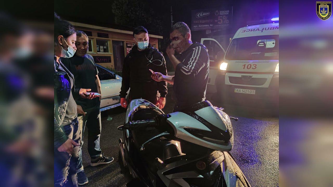 В Ірпені п'яний скутерист влетів у припаркований автомобіль (ВІДЕО)