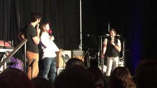 rob benedict answering my question and getting yelled at by tim omundson dc con 2016
