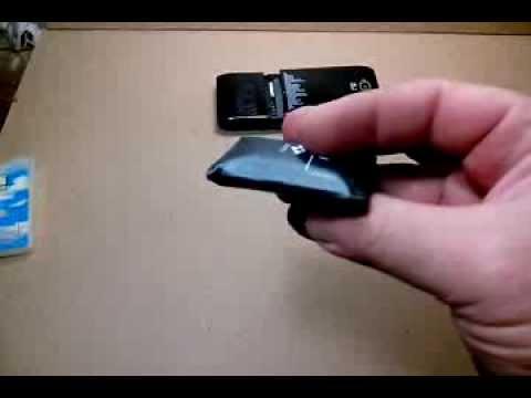 Вздувшийся аккумулятор мобильного телефона.