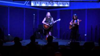 Suzzy Roche and Lucy Wainwright Roche perform Goodnight Chicago