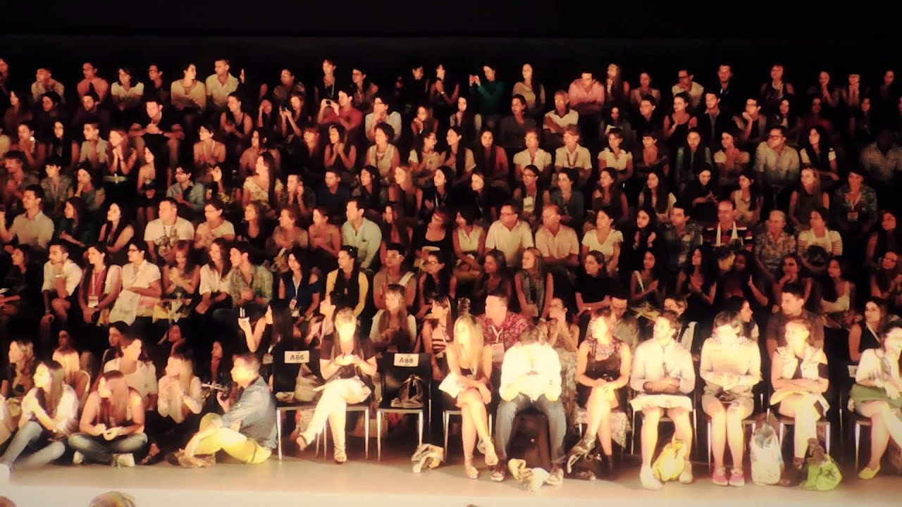 6219 multitud aplaudiendo en evento de modas efectos - Imagenes de gente mala onda ...