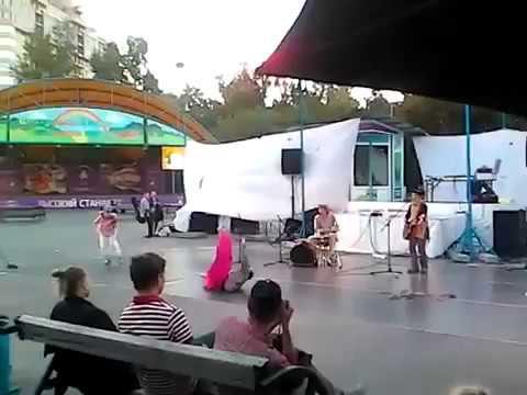 Уличные музыканты Новосибирск центральный парк Buskers Novosibirsk Central Park