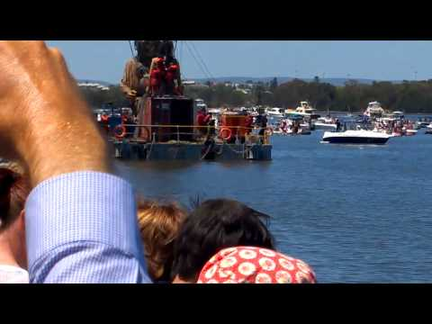 A million (or so) Perth residents farewell the Giant Puppets