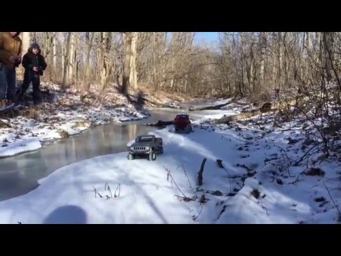 Vaterra ascender & rc4wd trailfinder 2 on a very cold day