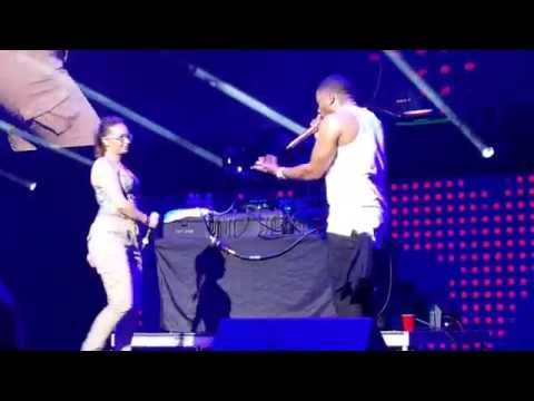 Nelly live with fan on stage kiss concert 2016!