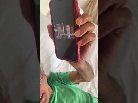 Caetano Veloso morre de rir de Eduardo Bolsonaro falando inglês
