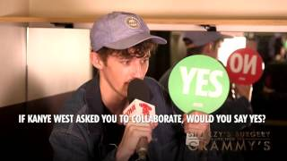 Troye Sivan plays the YES / NO Game with Smallzy