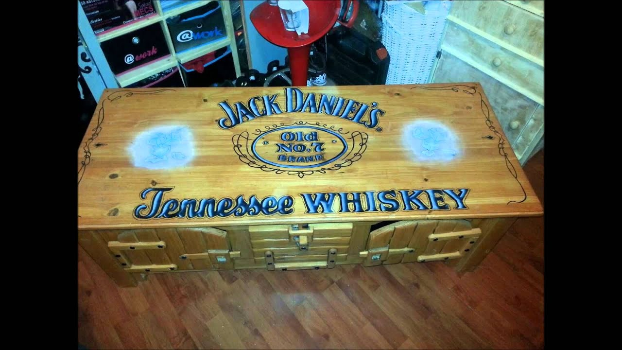 Table jack daniels meuble simple youtube for Meuble jack daniels