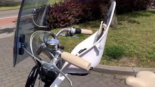 Hoe zit een Iki Urban front kinderzitje gemonteerd op een Cortina fiets