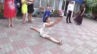 тётка села на шпагат на свадьбе РЖАЧ !!!