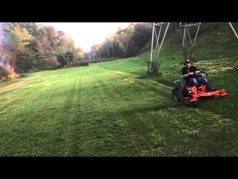 Husqvarna MZ5225 Zero Tun Mowing Tall Grass