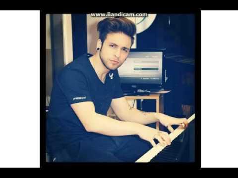Alessio piano e voce ''River flows in...