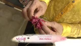 Aprenda a bordar uma flor anêmona em toalha de rosto