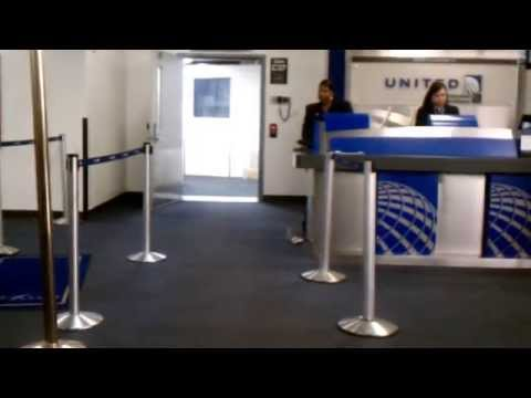 Thumbnail: Crazy guy tries to scan his own ticket (& RUDE gate agent) at Houston IAH - United Airlines