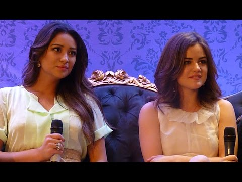 Lucy Hale & Shay Mitchell in Brazil - Coletiva (Press Conference) - PLL