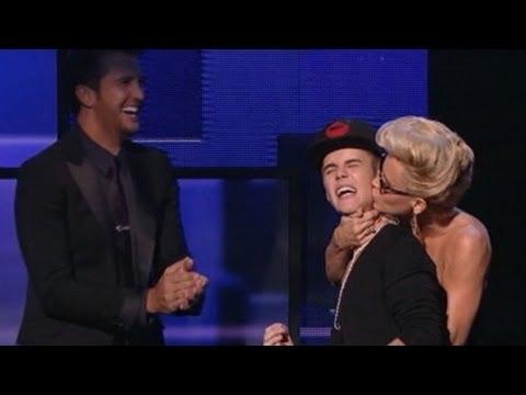 American Music Awards 2012 Recap: Bieber, Minaj Win; Psy, MC Hammer, Carly Rae Jepsen Interview